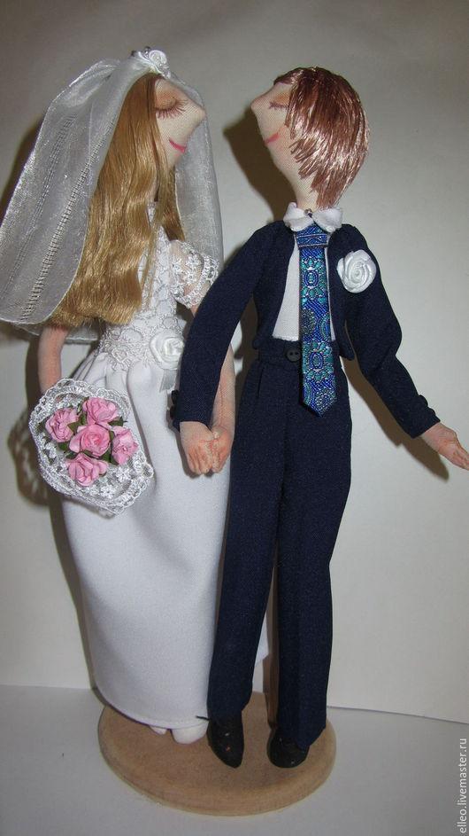 Бумажную свадьбу празднуют на второй год после регистрации брака. Это светлый и приятный семейный праздник.