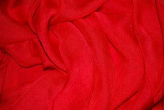 Шифон красный рубиновый Цвет красный, рубиновый (без желтизны, присущей алому красному)