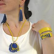 Кулон, серьги и браслет из натуральной кожи с лазуритом жёлто-синий