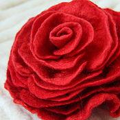 "Украшения ручной работы. Ярмарка Мастеров - ручная работа Валяная брошь ""Алая роза"". Handmade."