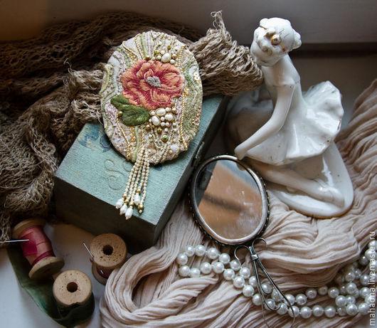 Броши ручной работы. Ярмарка Мастеров - ручная работа. Купить Текстильная вышитая брошь в винтажном стиле. Handmade. Бежевый, винтаж