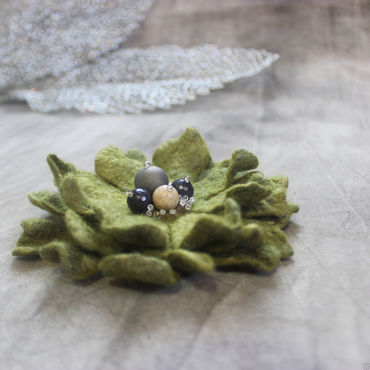 """Украшения ручной работы. Ярмарка Мастеров - ручная работа Войлочная брошь-цветок """"Зеленый бархат"""". Handmade."""