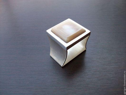 Кольцо ручной работы.\r\nКольцо-Садаф квадрат,серебро\r\nАвторская пабота.\r\nGgrigor.Ярмарка Мастеров.