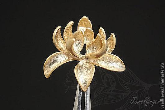 цветок лотос -  позолота матовая - 8 пар  родиевое покрытие матовое - 4 пары  18 мм