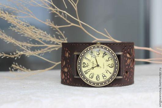 """Часы ручной работы. Ярмарка Мастеров - ручная работа. Купить Часы женские """"Кофе с молоком"""". Handmade. Коричневый, перфорированная кожа"""