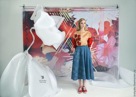 Джинсовая юбка из новой коллекции `Путешествие в Honeymoon` Юбочка состоит из клиньев.