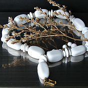 Винтаж ручной работы. Ярмарка Мастеров - ручная работа Trifari винтажные белые бусы.. Handmade.