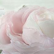 Украшения в прическу ручной работы. Ярмарка Мастеров - ручная работа Цветы в причёску Бело-розовые розы. Handmade.