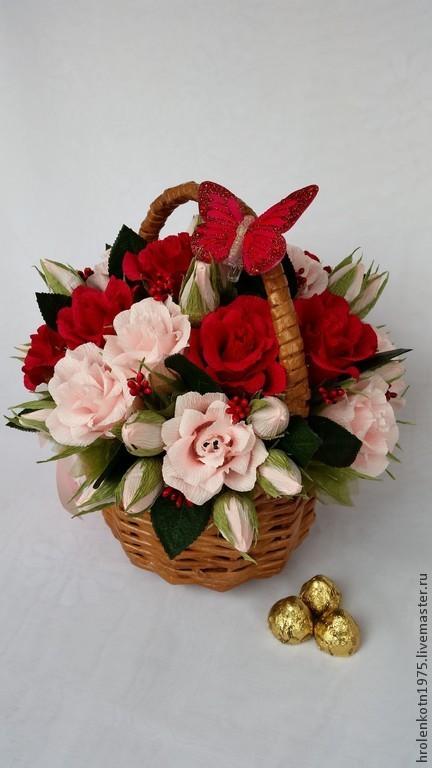 """Букеты ручной работы. Ярмарка Мастеров - ручная работа. Купить Корзина роз с конфетами """"Гармония"""". Handmade. Разноцветный, подарок девушке"""
