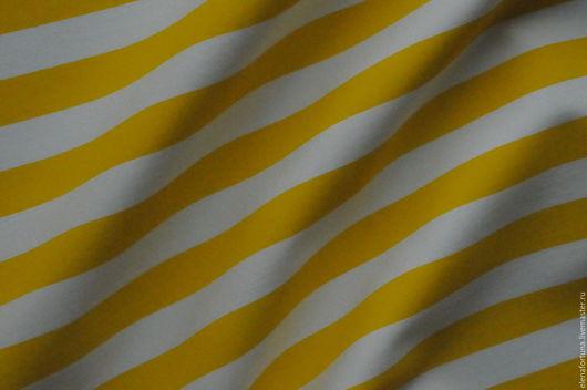 Сток DG ткань средней плотности с эластаном тянется по утку полосы расположены вдоль кромки ширина полос примерно 1см.