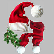 Подарки к праздникам ручной работы. Ярмарка Мастеров - ручная работа Комплект Новогодний Шапка-колпак красная шарф с помпонами. Handmade.