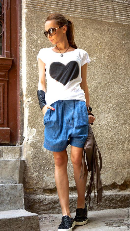 Джинсовые шорты для лета,уникальный дизайн и комфорт. Свободный стиль. Шорты летние из синего денима. Дизайнерская одежда.