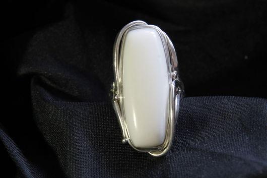 Кольца ручной работы. Ярмарка Мастеров - ручная работа. Купить Перстень из серебра с кахолонгом.. Handmade. Белый, авторская ручная работа