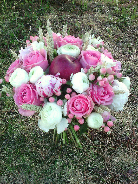 """Букеты ручной работы. Ярмарка Мастеров - ручная работа. Купить Букет """"Яблочно-розовый"""". Handmade. Розовый, живые цветы, гиперикум"""
