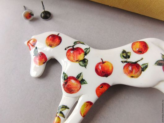 """Броши ручной работы. Ярмарка Мастеров - ручная работа. Купить Брошь """"Лошадь в яблоках"""". Handmade. Белый, яблочко, полимерная глина"""