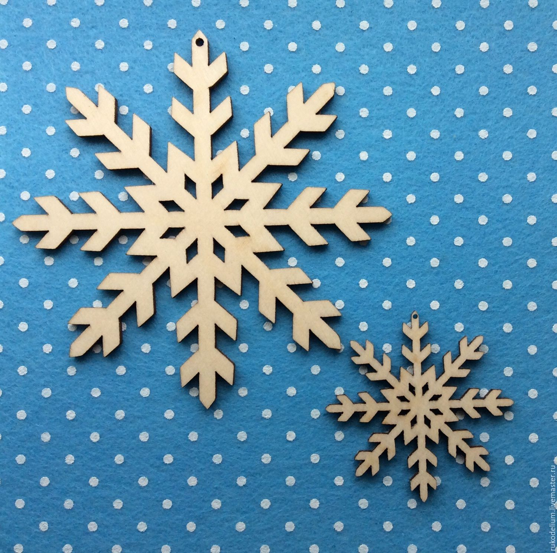 Декупаж снежинок из дерева