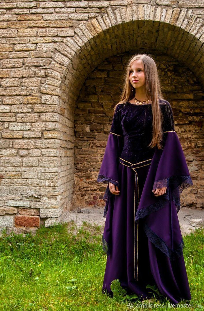 деревянной дачи фотосессия в средневековом стиле фото часто проводят корпоративные