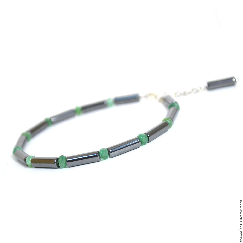 Bracelet with hematite and emeralds