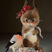 Куклы и игрушки ручной работы. Ярмарка Мастеров - ручная работа Курносая белочка с рябиной. Игрушка из шерсти.. Handmade.