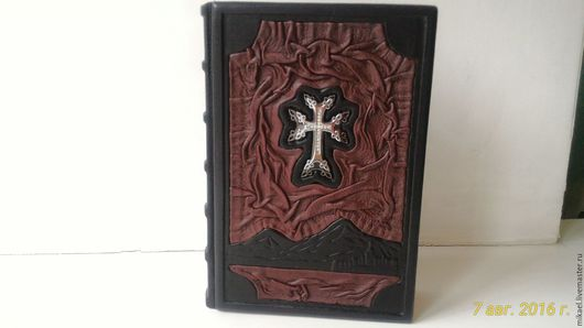 Библия на армянском языке. Кожаный переплет, авторский дизайн.