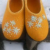 """Обувь ручной работы. Ярмарка Мастеров - ручная работа """"Солнечные ромашки"""" валяные тапки. Handmade."""