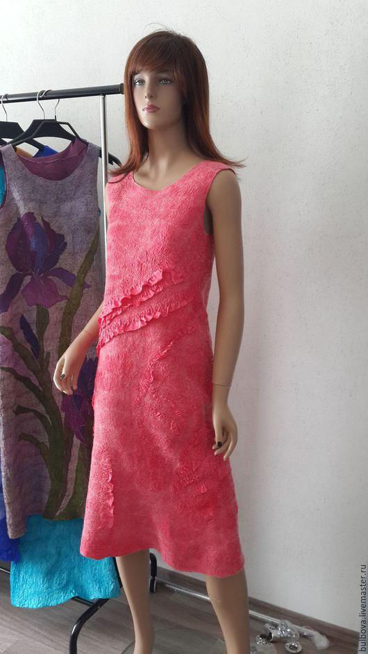Платья ручной работы. Ярмарка Мастеров - ручная работа. Купить Платье войлочное шерстяное Коралловое. Handmade. Коралловый, без швов