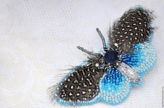 """Броши ручной работы. Ярмарка Мастеров - ручная работа. Купить Брошь """"Голубой мотылек"""".. Handmade. Голубая бабочка, брошь с перышками"""