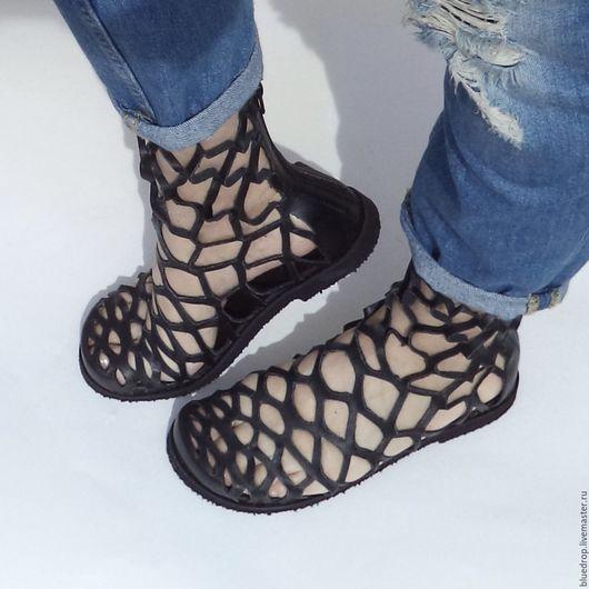 Обувь ручной работы. Ярмарка Мастеров - ручная работа. Купить Перфорированные летние полусапожки-сандалии. Handmade. Ботинки, летние сапоги