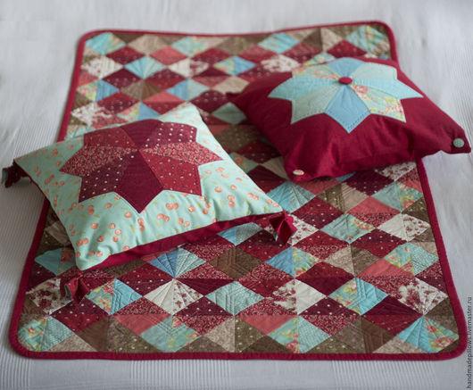 Лоскутное одеяло и две подушки