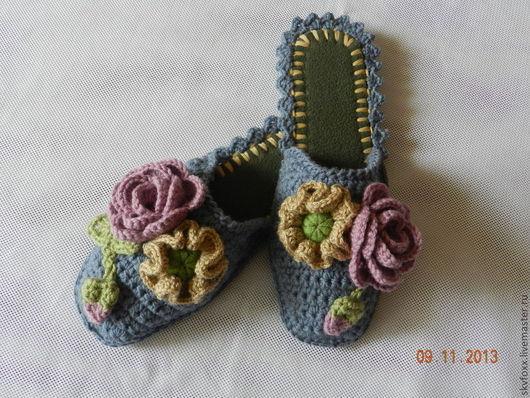 """Обувь ручной работы. Ярмарка Мастеров - ручная работа. Купить """"Розы и маки"""" тапочки (подошва валяная). Handmade. Серый, тапочки"""