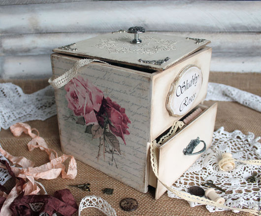 """Корзины, коробы ручной работы. Ярмарка Мастеров - ручная работа. Купить Шкатулка  для рукоделия """"Shabby Roses"""" короб. Handmade."""