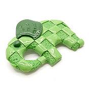 Украшения ручной работы. Ярмарка Мастеров - ручная работа Зеленый слон в клеточку, брошь из полимерной глины. Handmade.