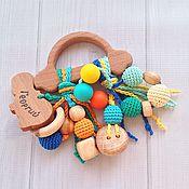 Куклы и игрушки ручной работы. Ярмарка Мастеров - ручная работа Буковый грызунок Машинка с подвесками - погремушками из разных бусин. Handmade.