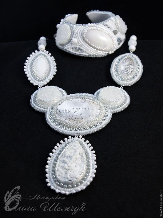 Комплект `Древлянка` (колье + браслет) Агаты, моховый опал, кварц, японский бисер. 6000 р