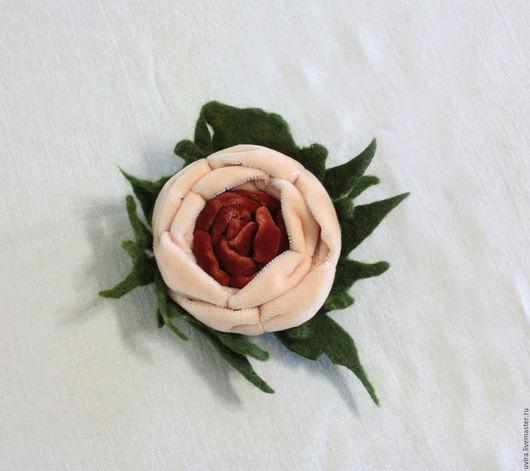 """Броши ручной работы. Ярмарка Мастеров - ручная работа. Купить брошь """"Трепет"""" - бархат, войлок. Handmade. Комбинированный, брошь цветок"""