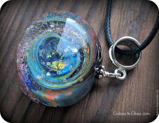 Подробности про материалы, автора и технологию изготовления можно посмотреть на моем сайте www.galaxyinglass.com