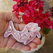 Украшения ручной работы. Ярмарка Мастеров - ручная работа Брошь розовый Дельфин. Handmade.
