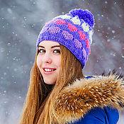 Аксессуары ручной работы. Ярмарка Мастеров - ручная работа Зимняя теплая фиолетово-белая женская бини шапка с сердечками. Handmade.