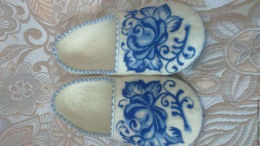Обувь ручной работы. Ярмарка Мастеров - ручная работа. Купить Тапочки Гжель. Handmade. Белый, Тапочки ручной работы