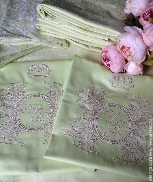 Текстиль, ковры ручной работы. Ярмарка Мастеров - ручная работа. Купить Постельное белье с вышивкой - Королева в фисташковом сатин тенсель. Handmade.