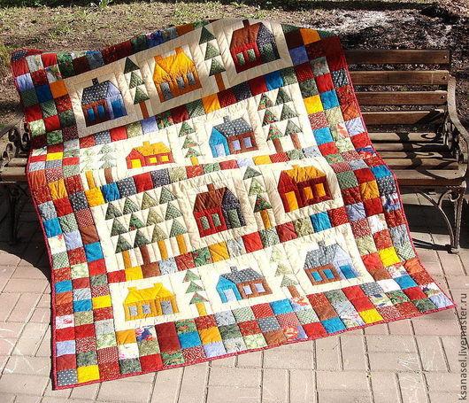 Лоскутное одеяло ` И ДОМИКИ И ЁЛКИ ` - общий вид.