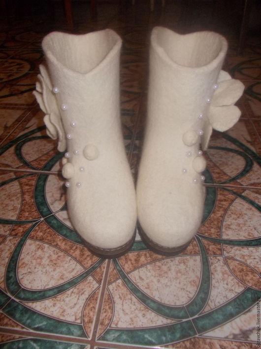 Обувь ручной работы. Ярмарка Мастеров - ручная работа. Купить Валенки женские. Handmade. Белый, сапоги из войлока, валяная обувь