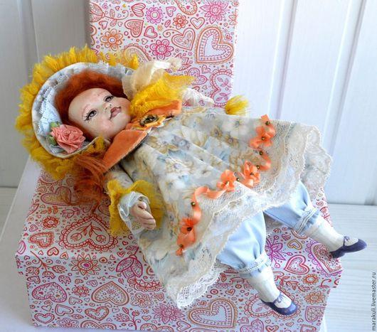 Новогодняя акционная цена! Долли поедет к Вам в новой подарочной коробке и со своим стульчиком