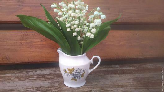 ...милейший фарфоровый молочник, Рижского производства, времен СССР... ...как, очаровательная вазочка для маленьких букетов, смотрится очень трогательно и нежно!!!