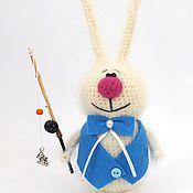 Куклы и игрушки ручной работы. Ярмарка Мастеров - ручная работа Заяц рыбак (Вязаный заяц, подарок, игрушка). Handmade.