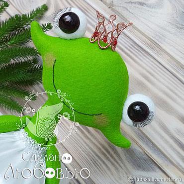 Куклы и игрушки ручной работы. Ярмарка Мастеров - ручная работа Царевна Лягушка - игрушка из фетра. Handmade.