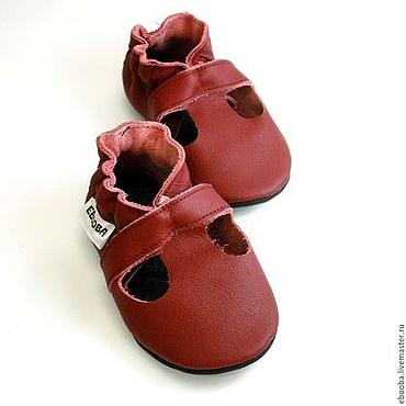 Обувь ручной работы. Ярмарка Мастеров - ручная работа Кожаные чешки тапочки пинетки сандалики бордовые ebooba. Handmade.