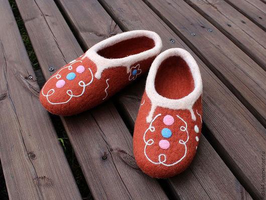 """Обувь ручной работы. Ярмарка Мастеров - ручная работа. Купить Домашние тапочки """"Пряничные"""".. Handmade. Коричневый, подарок на день рождения"""