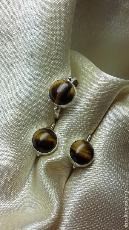 Комплект украшений ручной работы из натурального тигрового лаза в серебре.