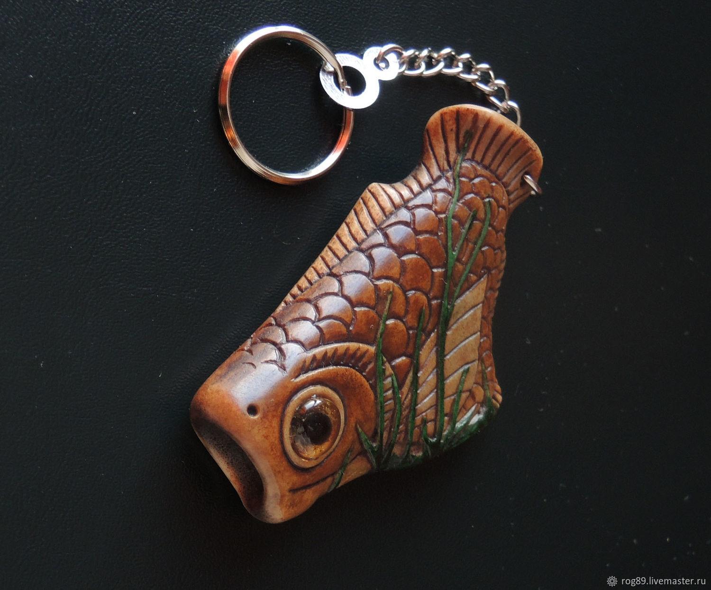 """""""Желтоглазая рыба в зелёных водорослях"""" - брелок из рога оленя, Брелок, Лабытнанги,  Фото №1"""